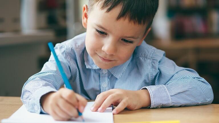 как правильно держать ручку чтобы красиво писать