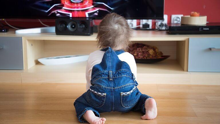 с какого возраста можно смотреть телевизор