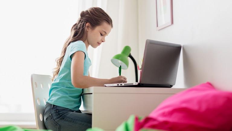 ребенок учится грамотно писать